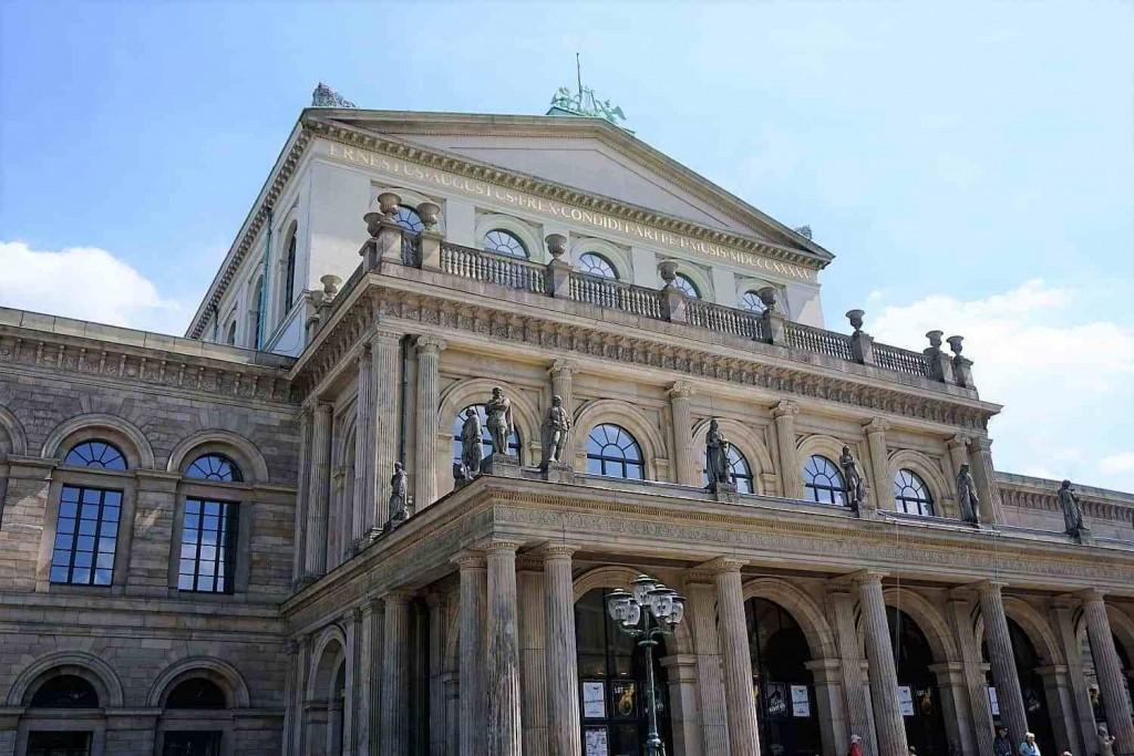 style hannover roeter faden oper 1024x683 - Auf dem ROTEN FADEN durch Hannover