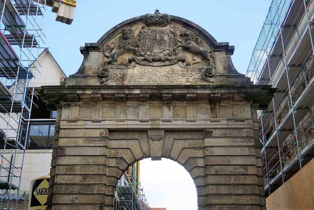 style hannover roter faden Altstadttor 1024x683 - Auf dem ROTEN FADEN durch Hannover