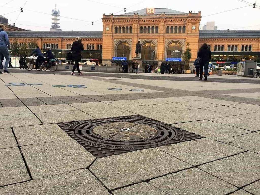 style hannover roter faden hauptbahnhof 1 1024x768 - Auf dem ROTEN FADEN durch Hannover
