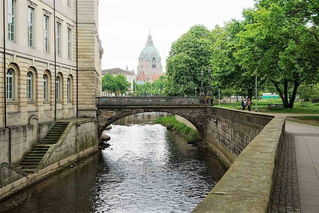 style hannover roter faden schlossbrücke 1024x683 - Auf dem ROTEN FADEN durch Hannover