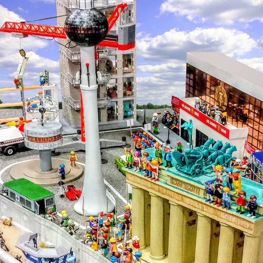 Style Hannover Packeiser Mauerfall2 1024x1024 - Robert Packeiser: Pädagoge, Künstler und ... Playmobil