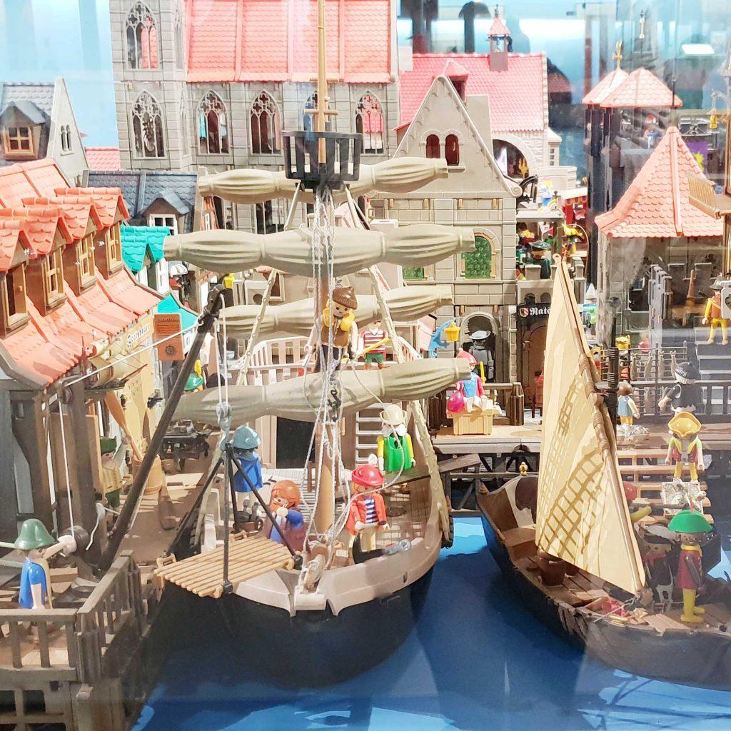 Style Hannover WimmelbildB 1024x1024 - Robert Packeiser: Pädagoge, Künstler und ... Playmobil