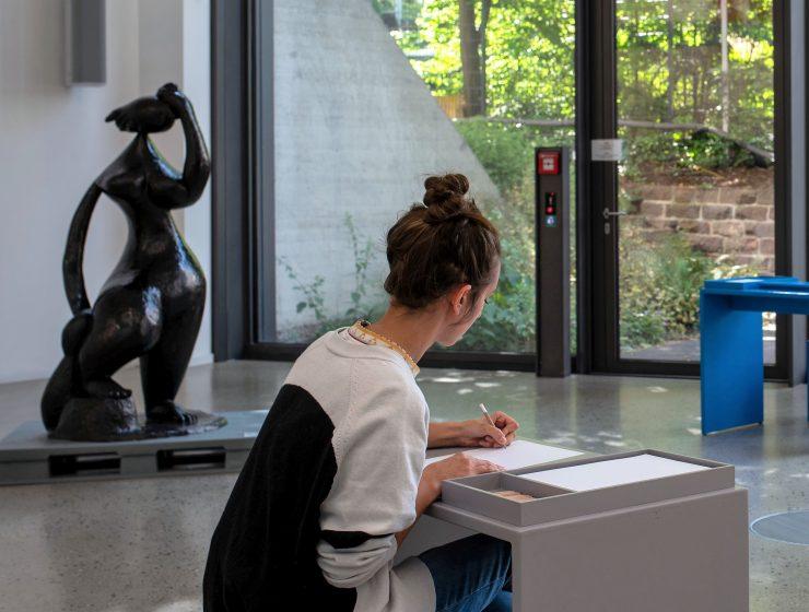 style hannvover sprengelmuseum SKULPTUREN Sehen Zeichnen Entdecken 740x560 - Sprengelmuseum - aktiv: Sehen. Zeichnen. Entdecken.