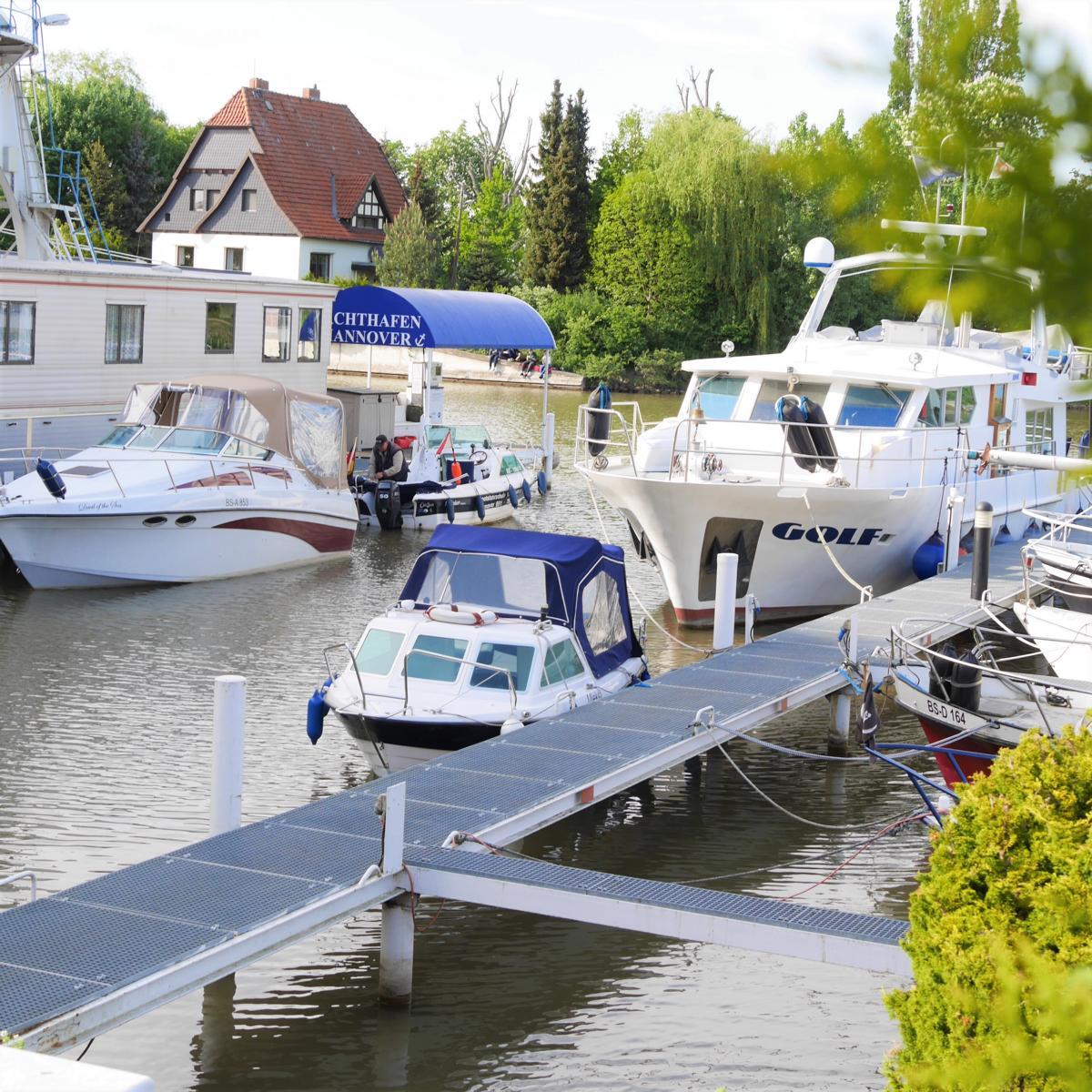 Style Hannover Bootsverleih B2 - Mit 15 Boots-Pferdestärken auf dem Kanal
